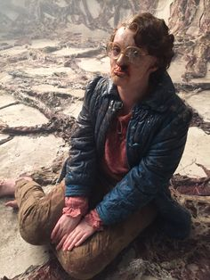 Shannon Purser as Barb behind the scenes of Stranger Things Season 1 Stranger Things Fotos, Stranger Things Aesthetic, Stranger Things Funny, Stranger Things Netflix, Stranger Things Season, Barb From Stranger Things, Barb Stranger Things Costume, Shannon Purser, Funny Animals