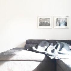 ...Sonne !  #sonne #abendsonne #germansummer #myhome #simplicity #simple #pure #loftstyle #xxlcouch #grey #grauliebe #shadesofgrey #schwarzweiß #blackandwhite #whiteliving #white #whitehome #interior #germaninteriorblogger #wohnkonfetti #solebich #heimatecken #wohnzimmer #livingroom