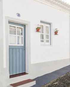 Casa na aldeia, Albernoa, Alentejo. Fishermans Cottage, Latest House Designs, Life Space, Small Cottages, Exterior Doors, Beach House Decor, Ideal Home, Sweet Home, Facade