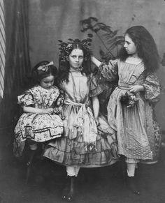 vintage photo sisters