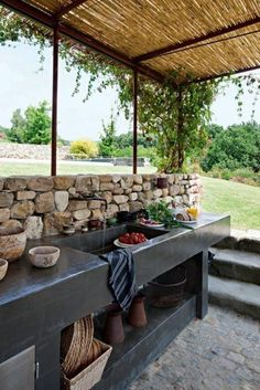 Outdoor Kitchen Ideas - Obtain our finest suggestions for exterior kitchens, consisting of captivating exterior kitchen design, backyard decorating suggestions, and also images of outside kitchen areas. Backyard Kitchen, Summer Kitchen, Outdoor Kitchen Design, Kitchen Decor, Kitchen Layout, Diy Patio Kitchen Ideas, Patio Ideas, Kitchen Sink, Simple Outdoor Kitchen