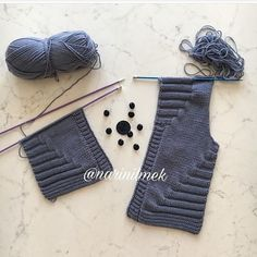 Swipe the photo for narration➡. This beautiful cardigan to everyone … - Kindermode Ideen Knitting For Kids, Easy Knitting, Baby Knitting Patterns, Knitting Socks, Baby Patterns, Crochet Patterns, Baby Cardigan, Crochet Baby, Knit Crochet