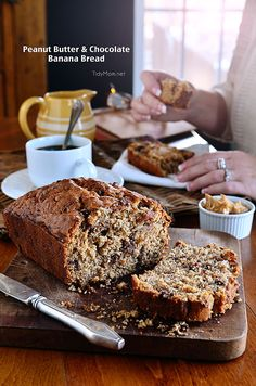 Just when you thought banana bread couldn't get any better! Moist and delicious Peanut Butter & Chocolate Banana Bread at TidyMom. Peanut Butter Banana Bread, Chocolate Banana Bread, Peanut Butter Recipes, Banana Bread Recipes, Chocolate Peanut Butter, Chocolate Chips, Köstliche Desserts, Delicious Desserts, Dessert Recipes