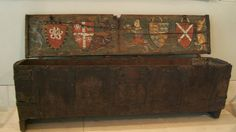 Cassone dipinto di Richard de Bury Inghilterra, primo XIV sec  Richard de Bury's painted chest English, early 14th century