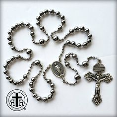Diy Jewelry, Beaded Jewelry, Jewelry Box, Jewelery, Jewelry Design, Jewelry Making, Paracord Rosary, Rosary Catholic, Holy Rosary