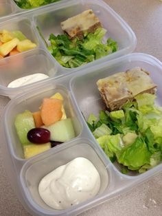 """Back from spring break with meatloaf, salad, and fresh fruit to kick off the week in our !"" via The Family Lunchbox Easy Lunch Boxes, Bento Box Lunch, Box Lunches, School Lunches, Lunch Ideas, Healthy Meal Prep, Healthy Recipes, Healthy Food, Lunch Containers"