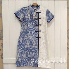 Batik dan oriental Blouse Batik, Batik Dress, Blouse Dress, Batik Fashion, Fashion Sewing, Hijab Fashion, Fashion Dresses, Dress Batik Kombinasi, Batik Kebaya
