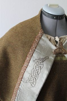 Triangle viking shawl