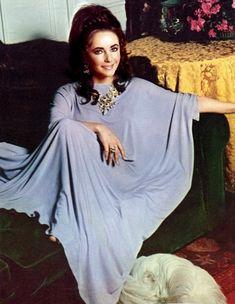 Elizabeth Taylor - I want that caftan!!!! #kaftan #caftan #jalabiya