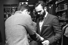 beard and suit. suit for man. Barbe et costume Suit And Tie, Mens Suits, Man, Suit Jacket, Blazer, Costumes, Jackets, Style, Et Costume