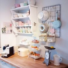 Wohnkonfetti - The most beautiful furnishing ideas at a glance - Kitchen design ıdeas Wind Of Change, Narrow Kitchen, How To Start Yoga, At A Glance, Kitchen Doors, Kitchen Organization, Kitchen Design, Most Beautiful, Shelves