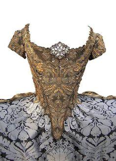 French Court Dress, Circa 1750! #HistoricalClothing #LouisVX