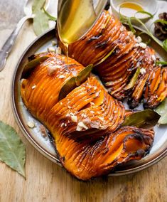 Hasselback butternut squash –Opskrift på nemme ovnbagte græskar Butternut Squash, Japchae, Keto, Ethnic Recipes, Syrup, Squash