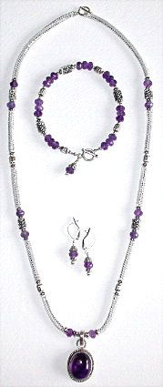 This slinky beaded box chain is accented with gemstone rondelles, silver beads and Bali beads, very pretty alone or add a gemstone pendant as shown. Earrings and a bracelet with a flirty dangle complete the ensemble. Complete step by step illustrated instructions for all 3 projects. Stitch:Herringbone & stringing