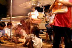 Riverside Promenade Phnom Penh Abendstimmung Leute Autos Boulevard Fischer Boote Hafen Kinder Strassenkinder Mehkong fluss zusammenfluss Tenle Sap
