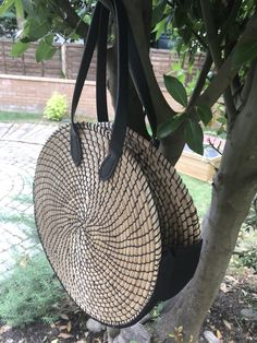 Rattan Bags are very fashionable at the moment - so is it possible to make a Rattan Bag from two Ikea Placemats? Ikea, How To Make Purses, Diy Handbag, Large Eyes, Hip Bag, Summer Accessories, Knitted Bags, Black Cotton, Rattan