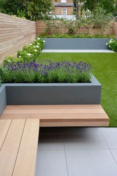 Applying one of modern mini garden design ideas to your garden is a great choice. Try to make your mini garden looks stunning and stylish. Back Garden Design, Small Backyard Design, Small Backyard Landscaping, Modern Garden Design, Backyard Garden Design, Landscaping Ideas, Backyard Ideas, Balcony Garden, Fence Garden