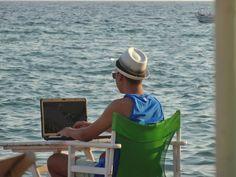 Σκέψεις: η καθημερινή τρέλα ,γράφει ο Τάσος Ορφανίδης Panama Hat, Hats, Fashion, Moda, Hat, Fasion, Trendy Fashion, La Mode