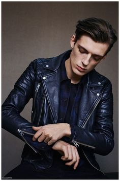 Inject new life into your day-to-day casual collection with a black leather biker jacket and black jeans. Fashion Moda, Look Fashion, Mens Fashion, Biker Fashion, Fashion Wear, Fall Fashion, Leather Fashion, Leather Men, Leather Outfits