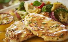 Discover the Olive Garden dinner menu and place orders To Go! Pick from Tastes of Italy, pizzas & flatbreads, classic Italian dishes, seafood & more! Italian Lemon Chicken Recipe, Italian Recipes, Chicken Recipes Video, Healthy Chicken Recipes, Chicken Meals, Grilled Chicken, Dinner Menu, Dinner Recipes, Dinner Ideas