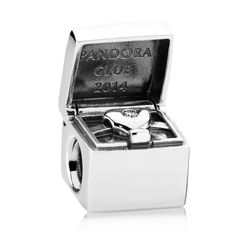 PANDORA Sterling silver Charms come in a variety of charms to commemorate all of your special memories! Whether you want a boy or girl charm, a puppy or an angel charm to remember someone by, PANDORA has the perfect charm! Charms Pandora, Pandora Store, Pandora Bracelets, Pandora Jewelry, Charm Jewelry, Pandora Pandora, Cheap Pandora, Pandora Beads, Exclusive Club