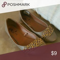 Women's Flat Never worn! Women's Suze 6/7 Rue 21 flat shoe with gold chain accent on tip of shoe. Very chic creamy brown/grey color. NWOT Rue 21 Shoes Flats & Loafers