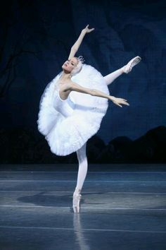 Alina Somova as Odette - Mariinsky Ballet --- she and I have the same birthday, 10/22