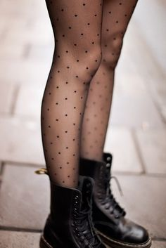 *Wanna dress like* : black doc martens outfit with polka dot tights Mode Outfits, Fall Outfits, Fashion Outfits, Womens Fashion, Grunge Winter Outfits, Grunge Fashion, Look Fashion, Winter Fashion, Trendy Fashion
