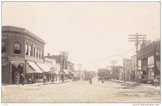 RP: Main Street , Looking East [dirt] , HAWKEYE , Iowa , 00-10s ; L.L. Cook Photo postcard Item number: 288401930  SCVIEW on Delcampe.com