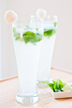 OMG a Lychee Mojito - I love Lychee Martinis and Mojitos - gotta try this one! - coastal elegance - OMG a Lychee Mojito - I love Lychee Martinis and Mojitos - gotta tr Lychee Martini Cake, Grapefruit Martini, Lychee Juice, Vodka Martini, Vodka Cocktails, Martinis, Martini Flavors, Vegetarian, Recipes