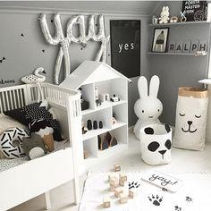 """978 Likes, 31 Comments - Kids & Baby Inspiration ♡ (@finabarnsaker) on Instagram: """"Åh vad jag gillar det här rummet hemma hos @charnelia80 👌"""""""