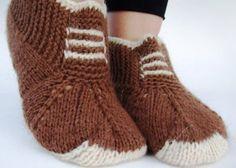 Следки спицами без шва от Etsy Crochet Socks, Knitted Slippers, Slipper Socks, Knitting Socks, Knit Crochet, Knee High Stockings, All Free Crochet, Leg Warmers, Fingerless Gloves