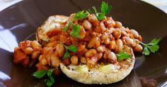 Quick Boston Baked Beans: Homemade baked beans make a nutritious and delicious meal. Serve with baked potatoes to make them extra-hearty! Homemade Baked Beans, Baked Bean Recipes, Rice Recipes, Vegetable Recipes, New Recipes, Dinner Recipes, Savoury Recipes, Vegetarian Recipes, Favorite Recipes