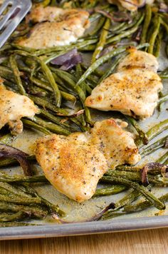 Slimming Eats Syn Free Garlic Chicken and French Bean Tray bake - gluten free, dairy free, paleo, Slimming World and Weight Watchers friendly Slimming World Chicken Recipes, Slimming World Recipes Syn Free, Chicken Tray Bake Recipes, Chicken Meals, Syn Free Food, Baked Green Beans, French Green Beans, 500 Calorie Meals, Slimming Eats