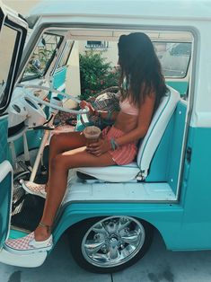 Instead of going out to find trouble☆ VSCO - ssarahdahll - Collection Beach Vibes, Summer Vibes, Beach Bum, Summer Beach, Beach Hair, Shotting Photo, Birkenstock Outfit, Foto Top, Foto Casual