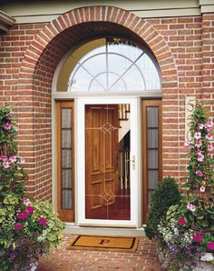 Storm doors let light and air in – while keeping the weather out. Create distinctive combinations to complement your home's style.