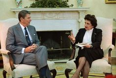President Ronald Reagan and Helen Thomas in 1983. #Whitehouse #Journalism #RonaldReagan