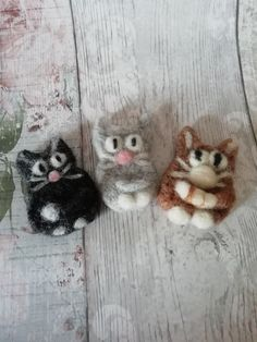 Cute Cats Brooches, unique handmade brooches of merino wool in needle felt techinique. Very cute cats in different colours :) Cat Lover Gifts, Cat Lovers, Needle Felted Cat, Felt Cat, Secret Santa Gifts, Brooches Handmade, Cute Gifts, Color Mixing, Merino Wool