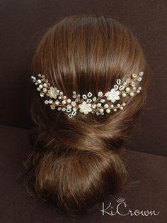 df0e08cab26 Artículos similares a Ivory gold comb Gold floral comb Ivory pearls  headpiece Bridal hair comb Pearls bridal vine Gold comb Bridal flower vine  Wedding hair ...