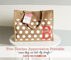 FREE TUTORIAL on this Burlap Book Bag for Teacher Appreciation Gift + Printables via Uncommon Designs