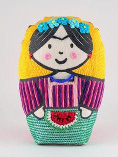 Frida, la nona - matrioska de tela, impresa y bordada a mano