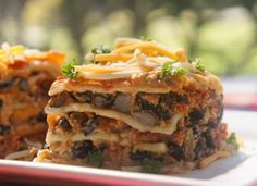 Black Bean Lasagna by Citronlimette This looks like a great idea. I would use gluten free pasta and my homemade mozzarella made from local raw milk. Mexican Food Recipes, Great Recipes, Vegetarian Recipes, Dinner Recipes, Cooking Recipes, Favorite Recipes, Healthy Recipes, Vegetable Recipes, Pasta Dishes