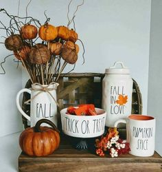 DIY fall decor,DIY fall decorations for home,pumpkins decor ideas,pumpkins crafts,thanksgiving decorations Ideas For Room Decoration, Decoration Ikea, Decor Ideas, Decorating Ideas, Craft Ideas, Halloween Home Decor, Halloween House, Fall Halloween, Farmhouse Halloween