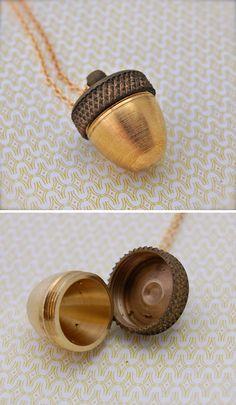 screw top golden acorn necklace # WebMatrix 1.0