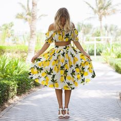 Dolce & Gabbana lemon print set- crop top and skirt. Summer Outfits, Casual Outfits, Cute Outfits, Summer Dresses, Lemon Clothing, Look Fashion, Fashion Outfits, Travel Dress, Dolce & Gabbana