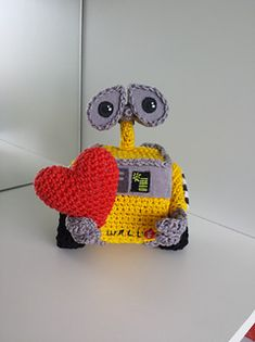 Ravelry: Wall e pattern by Ana Amélia (Miahandcrafter) Wall E, Crochet Toys, Free Crochet, Walle And Eva, Amigurumi Patterns, Crochet Patterns, Crochet Monsters, Crochet Disney, Disney Crafts