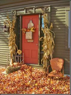 From a classic fall look to spooky Halloween decor, we have shared a few ideas to help inspire your fall decor. Autumn Decorating, Decorating Ideas, Decor Ideas, Porch Decorating, Primitive Fall, Primitive Homes, Primitive Decor, Fall Door, Fall Harvest