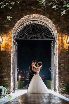 Evening couple shot in Arizona moonlight in Villa Siena front courtyard | Leslie Ann Photography | villasiena.cc