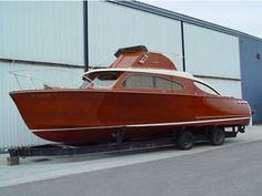 cool cruiser mahogany~~always wanted one! Old Boats, Small Boats, Wooden Speed Boats, Classic Wooden Boats, Boat Engine, Cabin Cruiser, Classic Yachts, Boat Projects, Boat Stuff