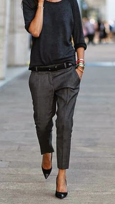 Tons escuros, calça de alfaitaria e conforto! Inspiração do dia! #moda #dicadela #elegancia